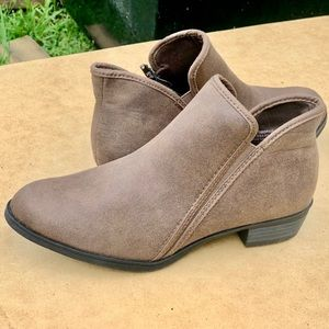 Women's Time and Tru Bootie Ankle Brown Boot New